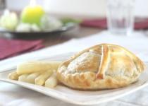 Filetsteak Wellington mit weißem Spargel