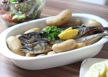 Gebratene Makrele mit Pellkartoffeln und Kräuterquark